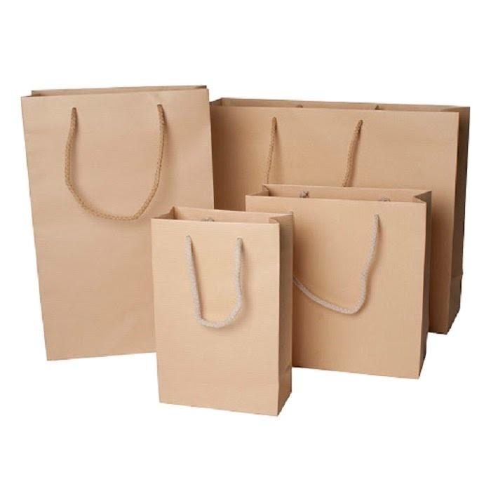 Vàng nâu hoặc vàng nhạt là màu sắc cơ bản của túi giấy Kraft
